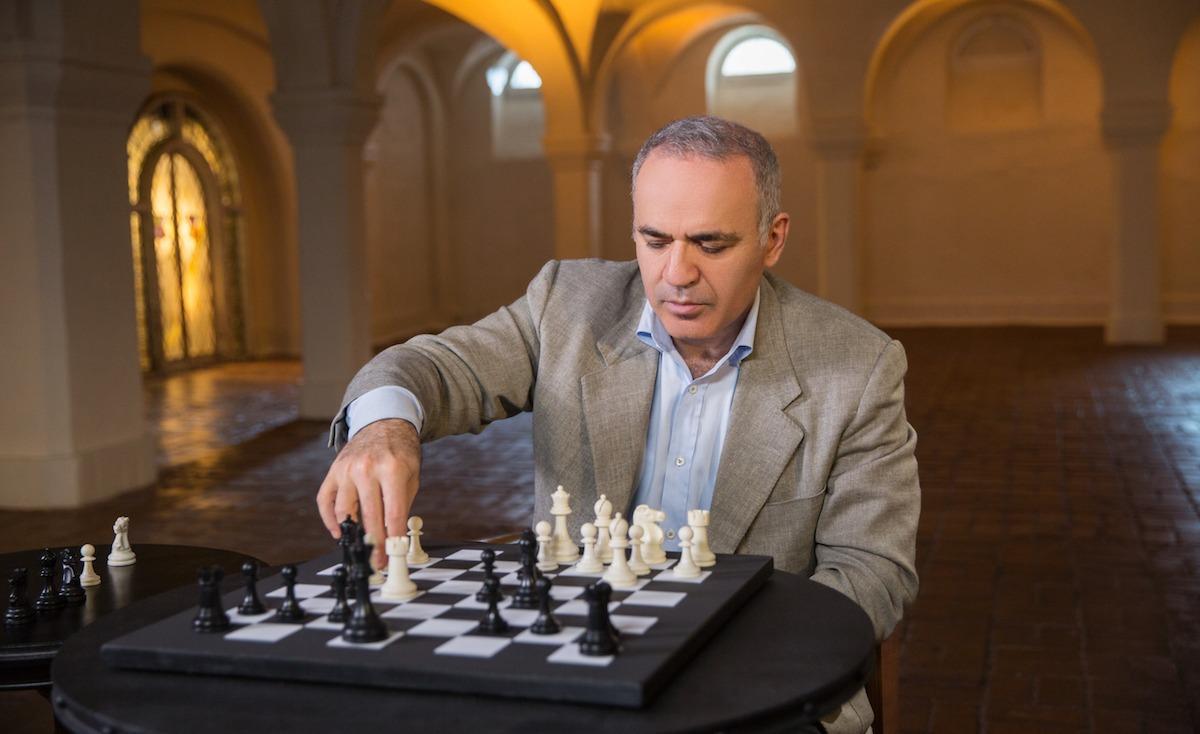 Garry Kasparov Masterclass Review- Position Capturing