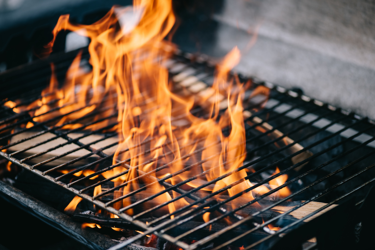 Bbq 101 Learn How To Build A Barbecue Fire In A Wood And Charcoal Grill 2021 Masterclass