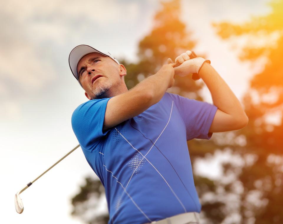 golfer-swinging-club-i-screen