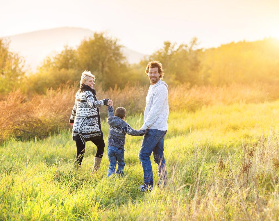 happy-family-walking-in-fields-i-screen