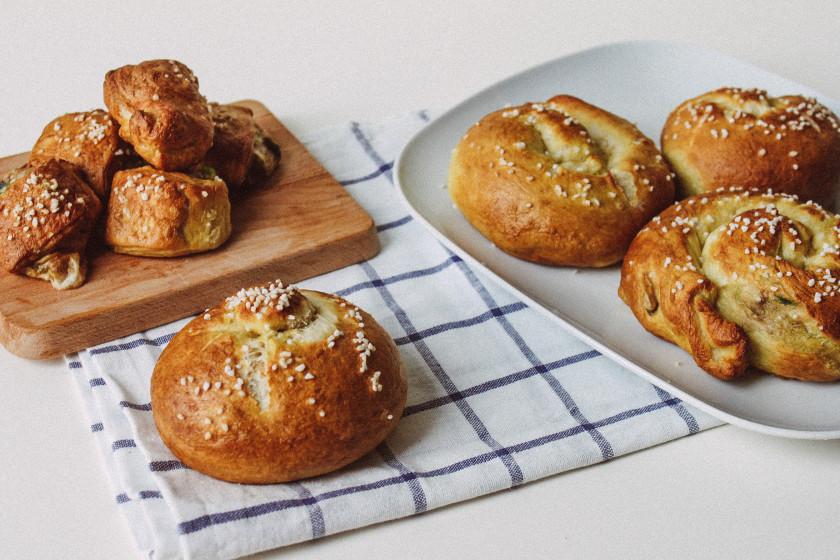 Ozapft is 6 recipes for your vegan oktoberfest menu zuckerjagdwurst r180 stuffed pretzel rolls forumfinder Choice Image