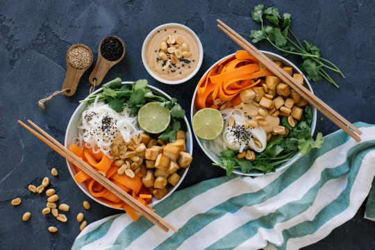 Rice noodles with tofu in peanut sauce