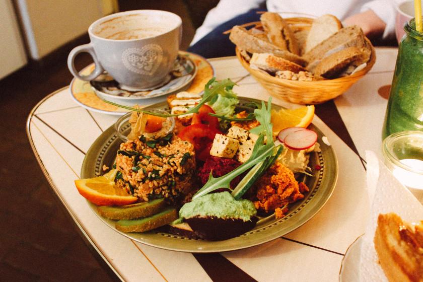 tasty ten vegan fr hst cken brunchen in berlin zucker jagdwurst. Black Bedroom Furniture Sets. Home Design Ideas