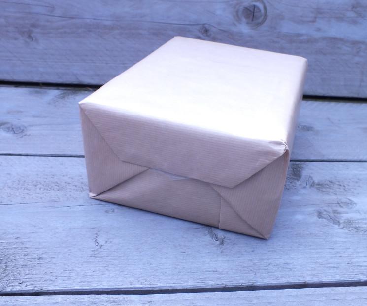 verpackungs anleitung f r weihnachtsgeschenke wie packe ich ein geschenk ein so schritt 6. Black Bedroom Furniture Sets. Home Design Ideas