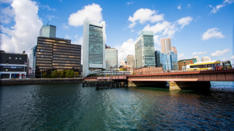 Shutterstock Custom captures skylines with Huffington Post