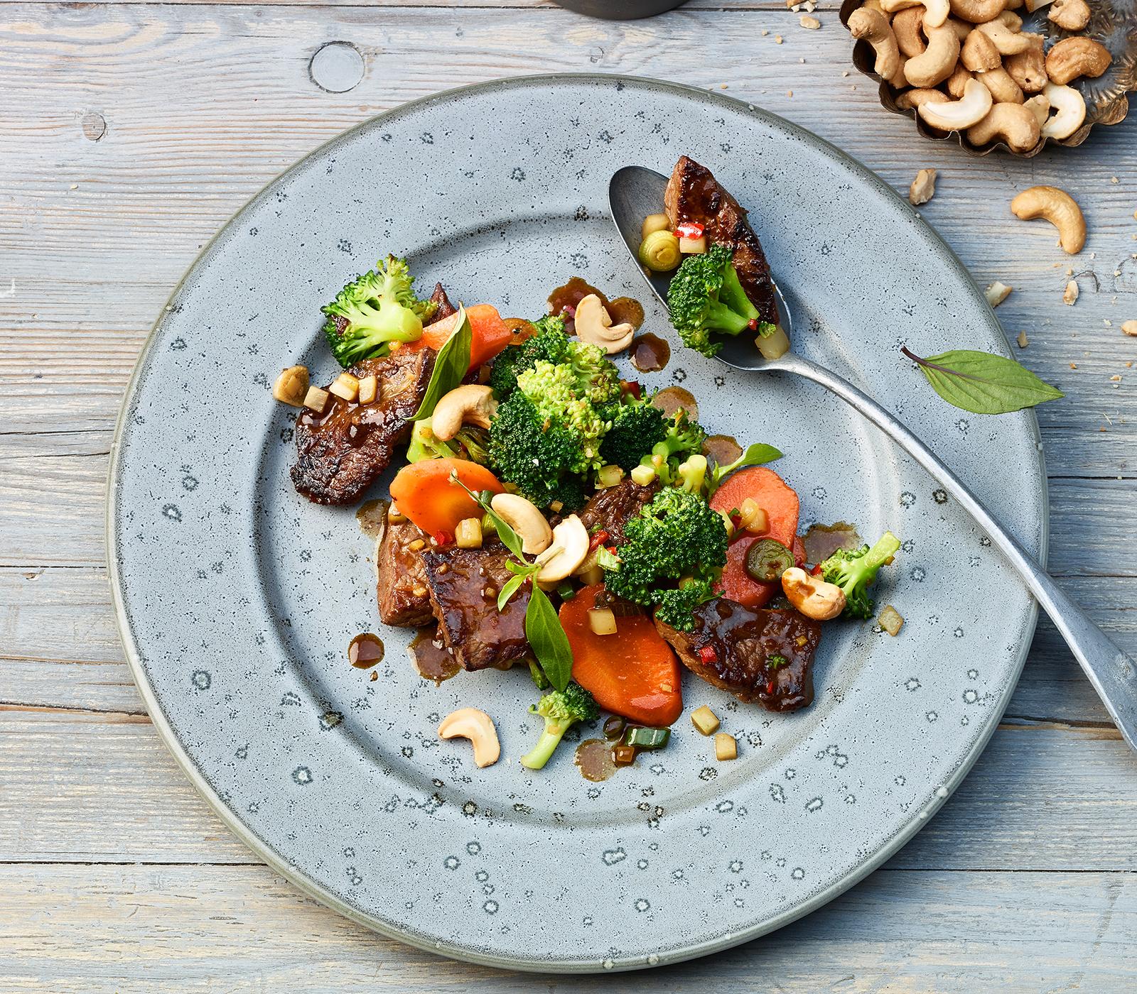broccoli mit rindfleisch aus dem wok annemarie wildeisens kochen. Black Bedroom Furniture Sets. Home Design Ideas