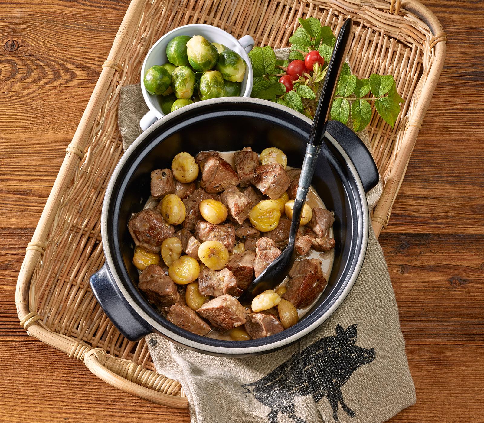 wildschwein ragout mit marroni an pfeffersauce annemarie wildeisens kochen. Black Bedroom Furniture Sets. Home Design Ideas