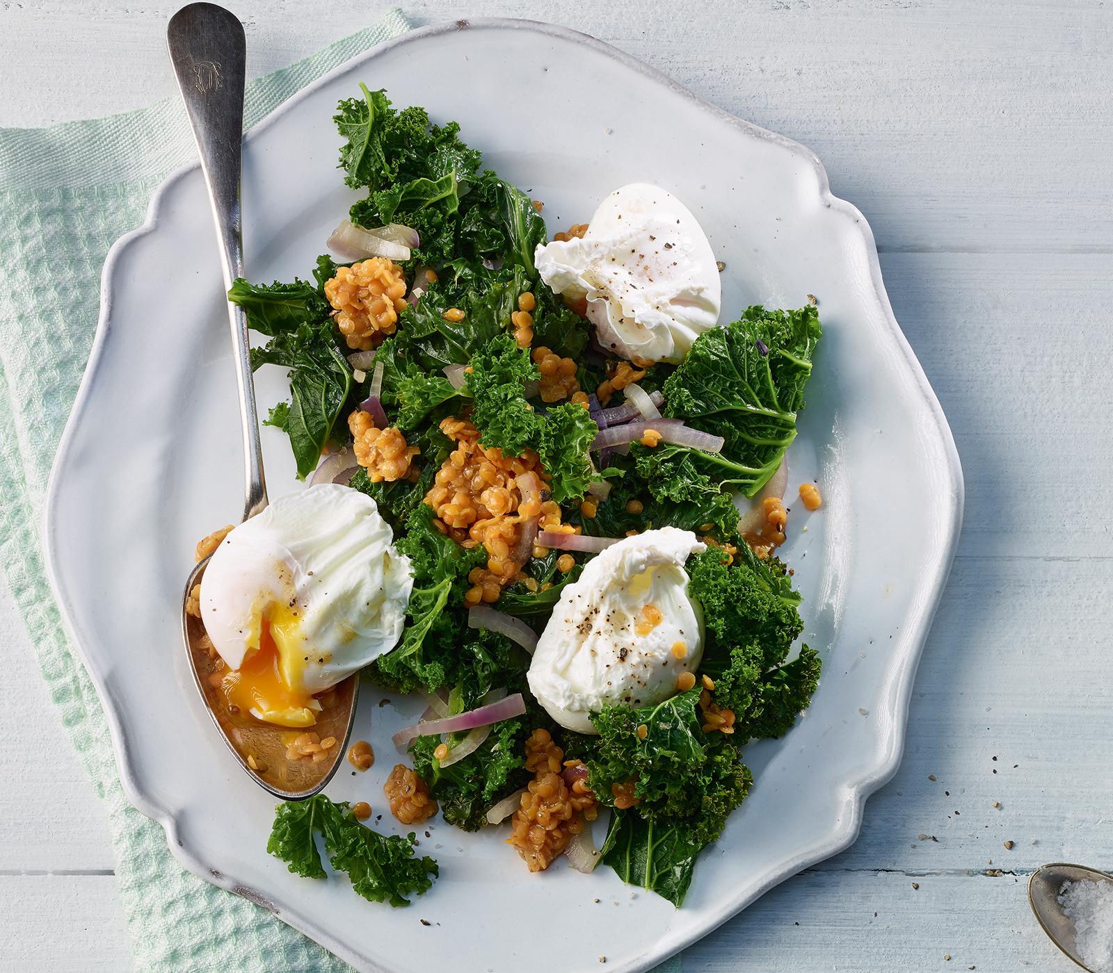Federkohl linsen salat mit pochiertem ei annemarie wildeisens kochen - L ei weich kochen ...