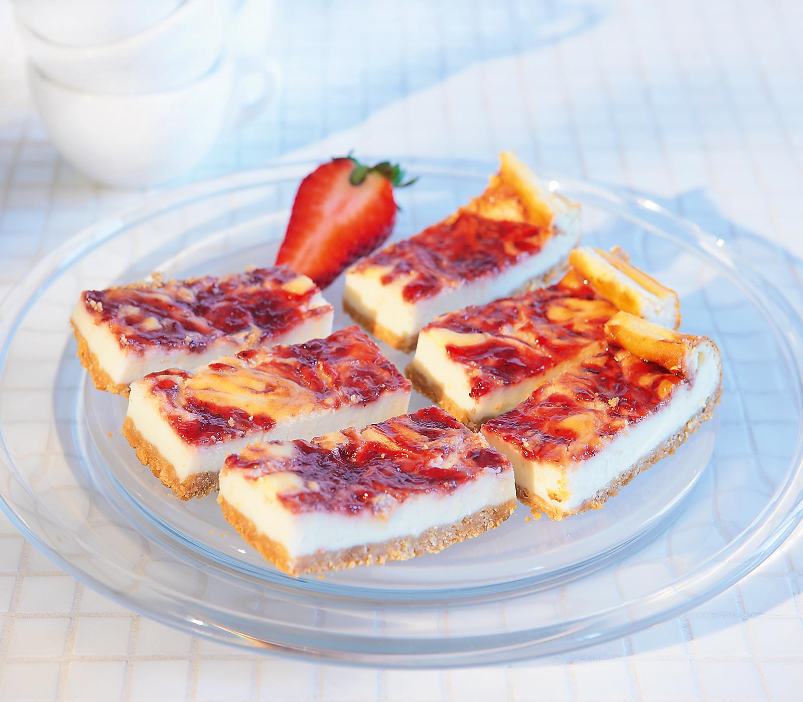 englischer marmor cheesecake mit erdbeeren annemarie wildeisens kochen. Black Bedroom Furniture Sets. Home Design Ideas
