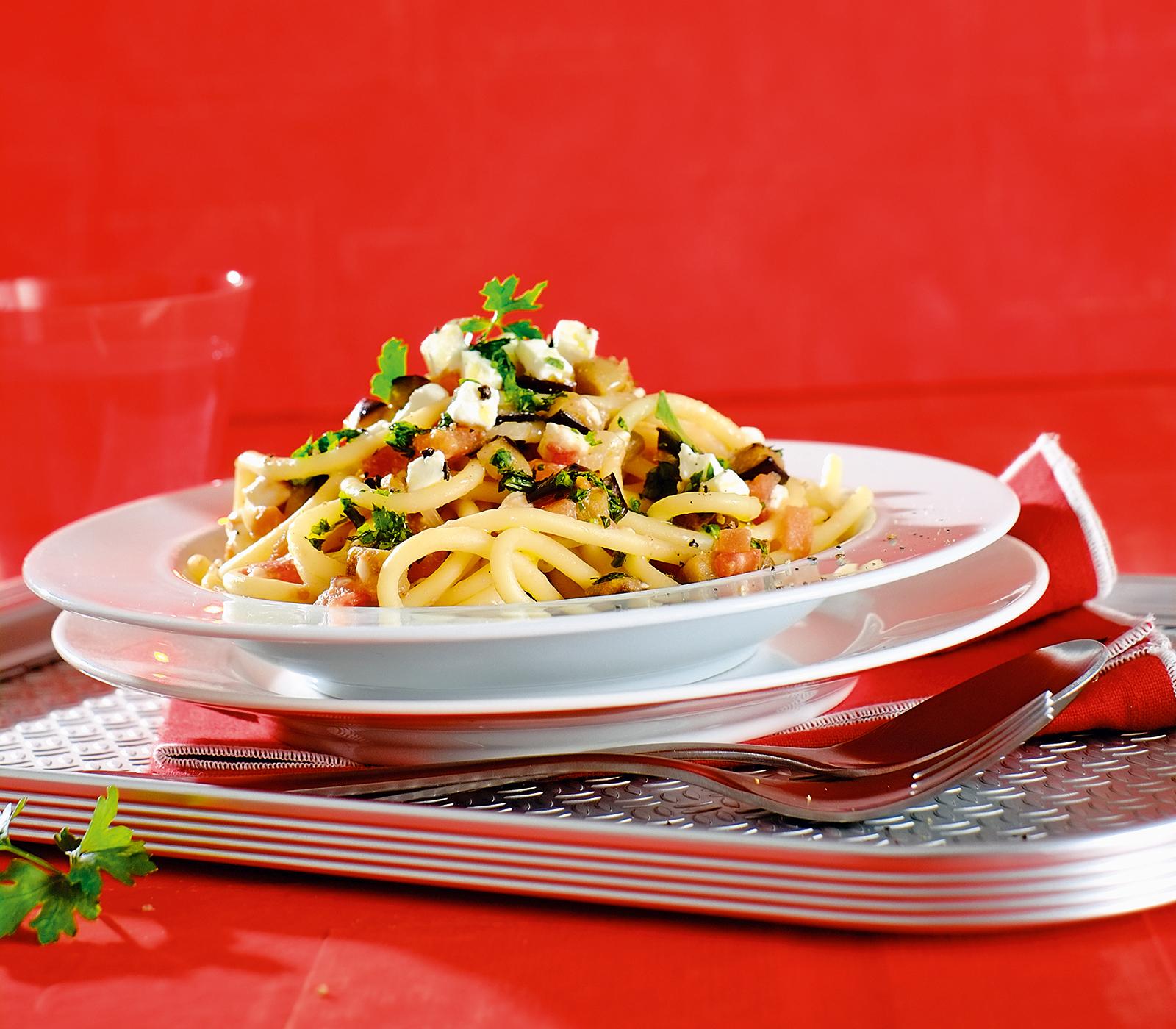 auberginen pasta mit kr utern und feta annemarie wildeisens kochen. Black Bedroom Furniture Sets. Home Design Ideas