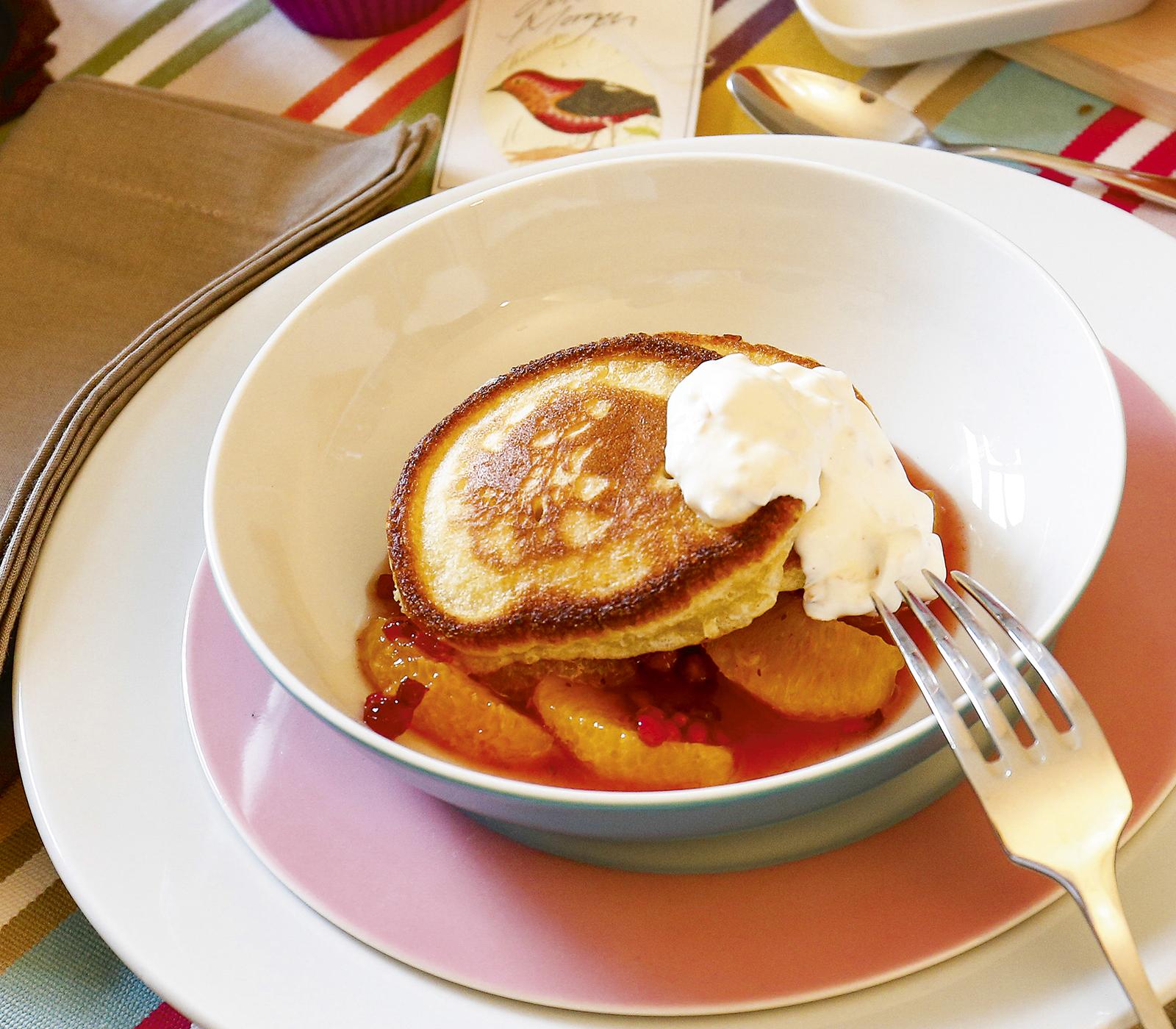 bananen pancakes mit orangen granatapfel sauce annemarie wildeisens kochen. Black Bedroom Furniture Sets. Home Design Ideas