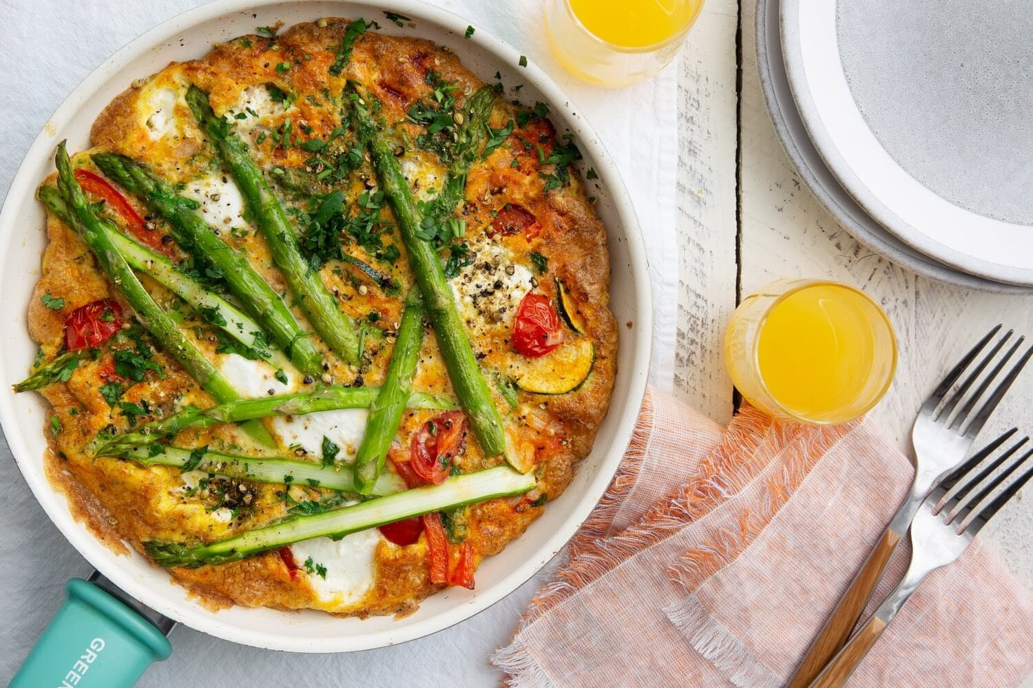 This Italian frittata is filled with tomatoes, asparagus, capsicum peppers, extra virgin olive oil, and an organic egg filling. | peteandgerrys.com