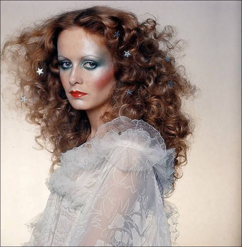 Twiggy vogue december 1974