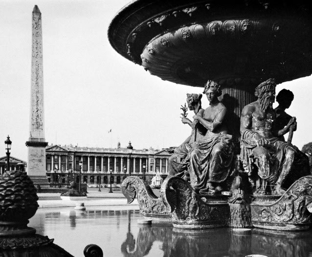 Fountain and the Luxor Obelisk in the Place de la Concorde, Paris.