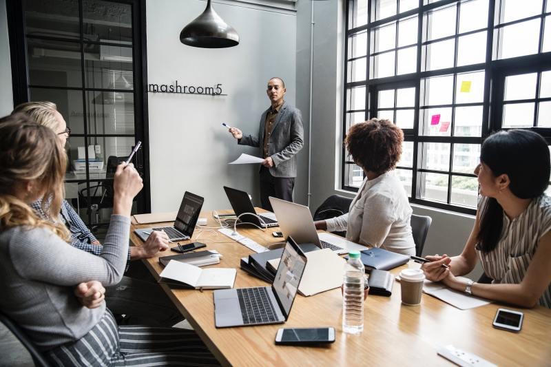 energy-saving-workplace-meeting