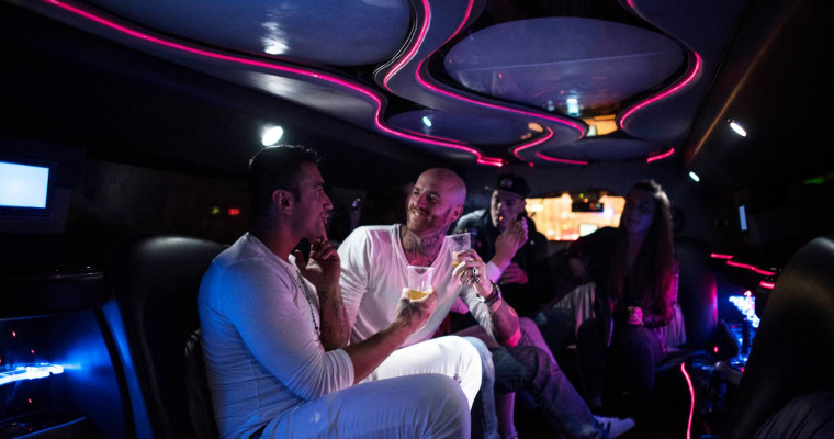 Hummer Limousine Amsterdam with unlimited drinks
