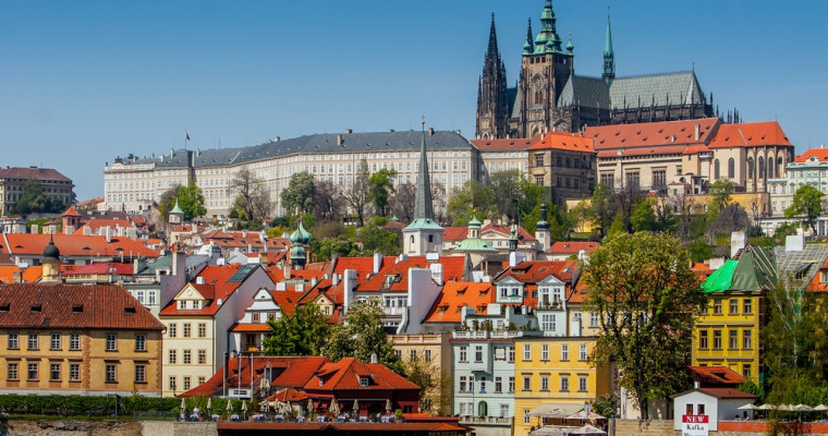 Sightseeing in Prague with Czech Beer - Pissup