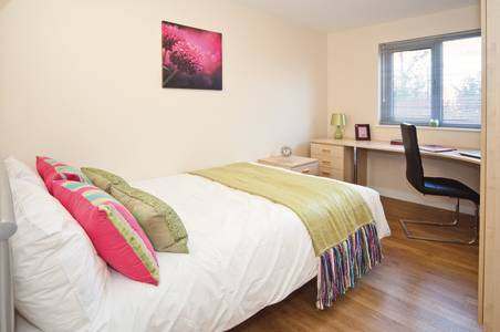 INTO Manchester - Park View Classic bedroom with en suite bathroom