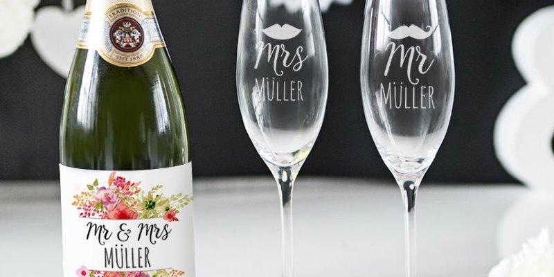 Prickelndes Geschenkepaket Sektglaser Und Etiketten
