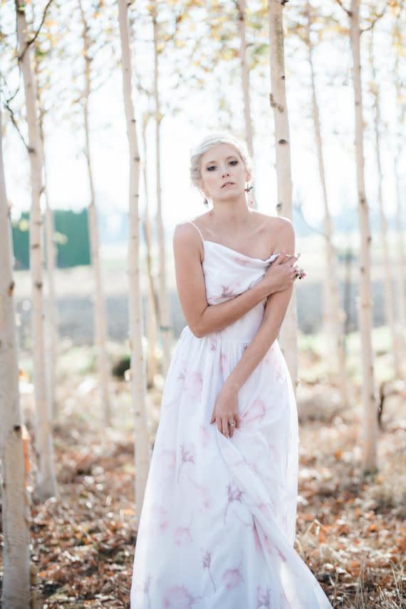 Brautkleider mit farbigen Akzenten