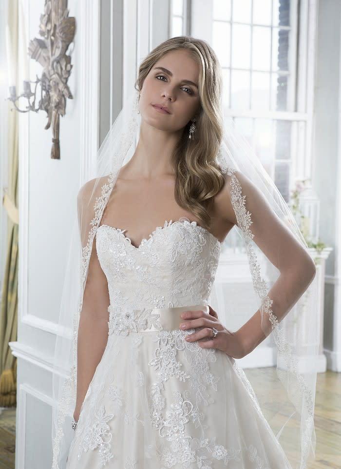 Brautkleid ist Euch zu viel, aber Ihr mögt den Look? Wie wäre es mit ...