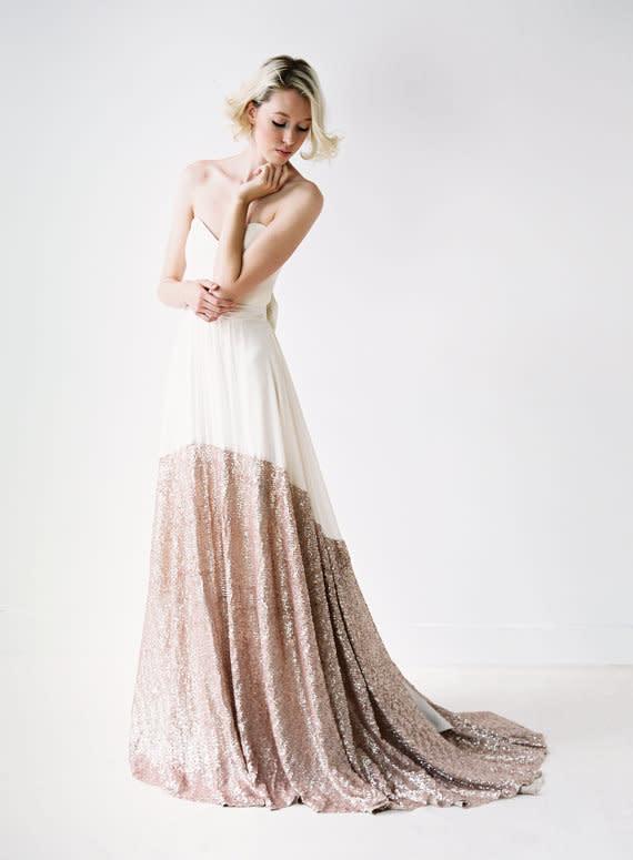 Brautkleider mit Details in Blush und Gold