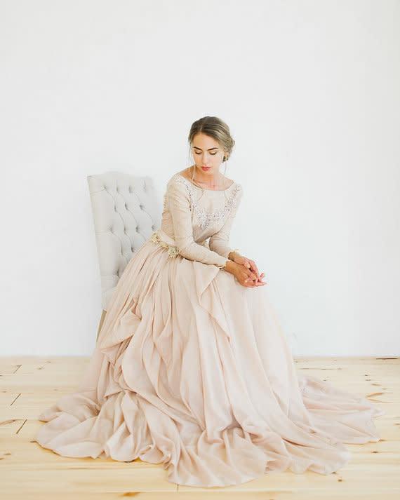 Brautkleider in Gold und Blush 13