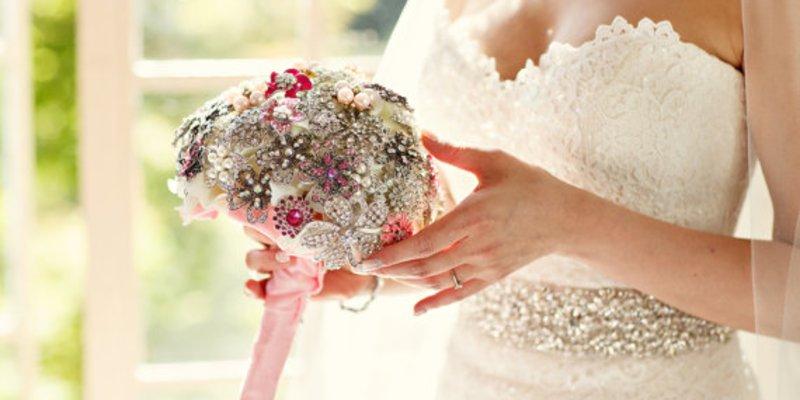 Der Brautstrauss Aus Broschen