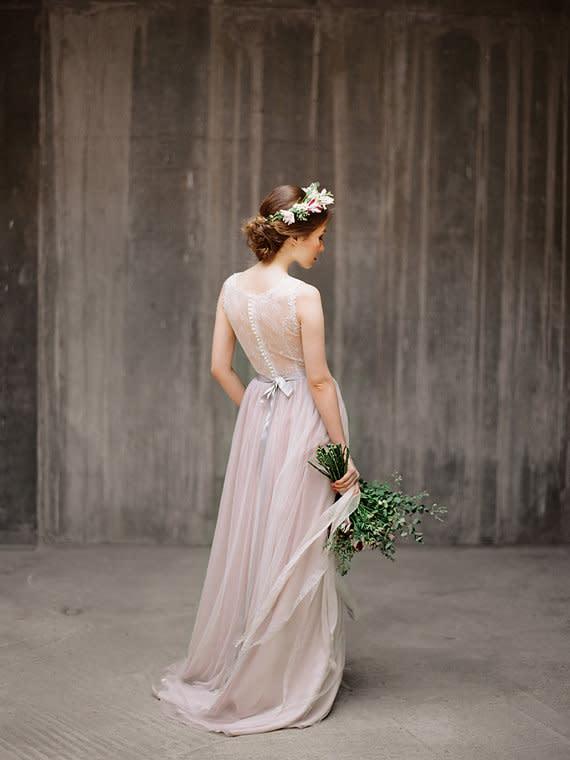 Brautkleider in Gold und Blush