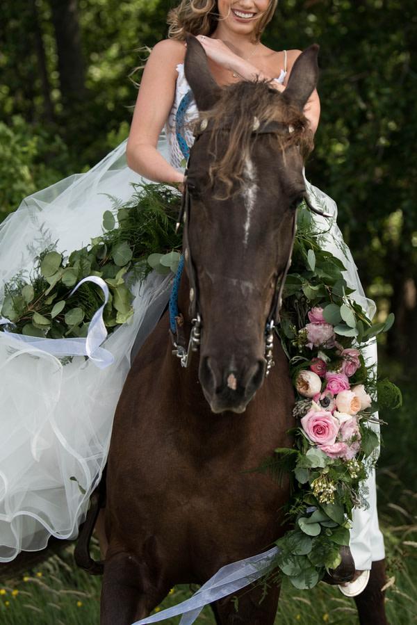 Marchenhafte Hochzeitsinspiration Mit Pferd