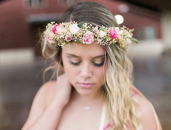 Brautschmuck haare echte blumen  Brautfrisur mit Blumen - Das perfekte Styling mit Blumen im Haar