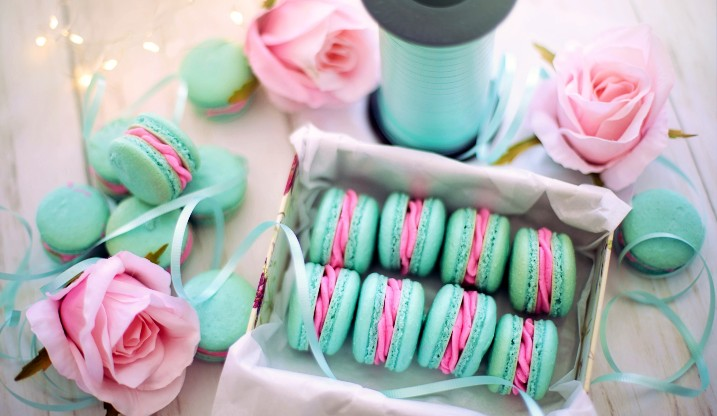 Hen party macarons and pink roses