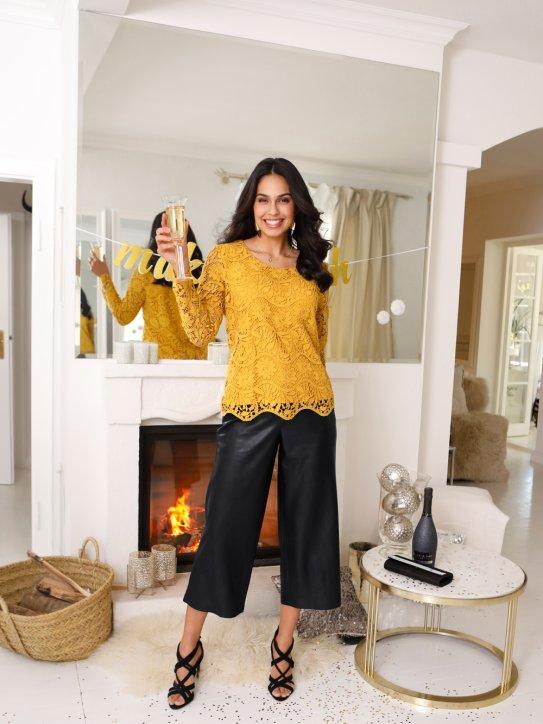 Gemütlich-schickes Silvester-Outfit mit Leder-Culotte und Spitzenbluse