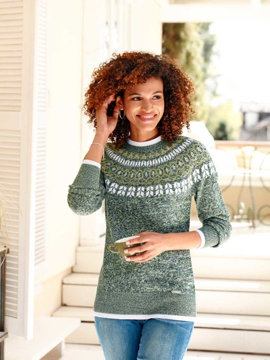 Modischer Norweger-Pullover für den Winter