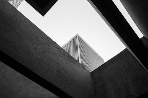 Looking up while strolling through San Francisco downtown, by Berenice Melis.