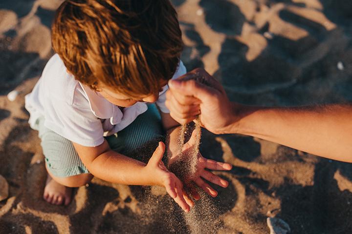 Διακοπές με το μωρό: Πώς θα απολαύσετε οικογενειακώς τις εξορμήσεις σας στη θάλασσα