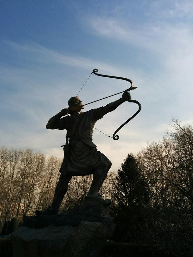 Статуя лучника