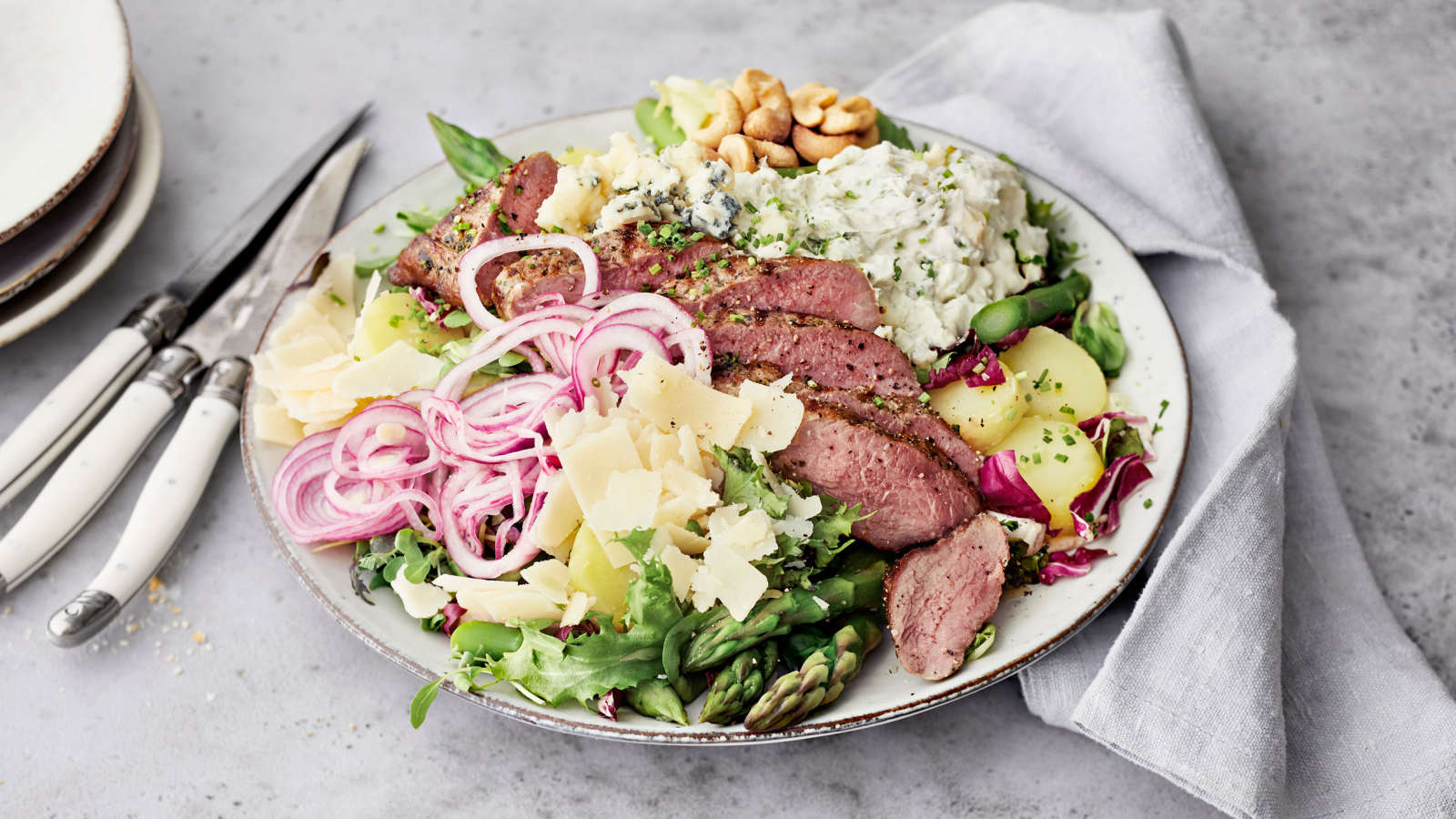 Steak salad karitsanifileestä