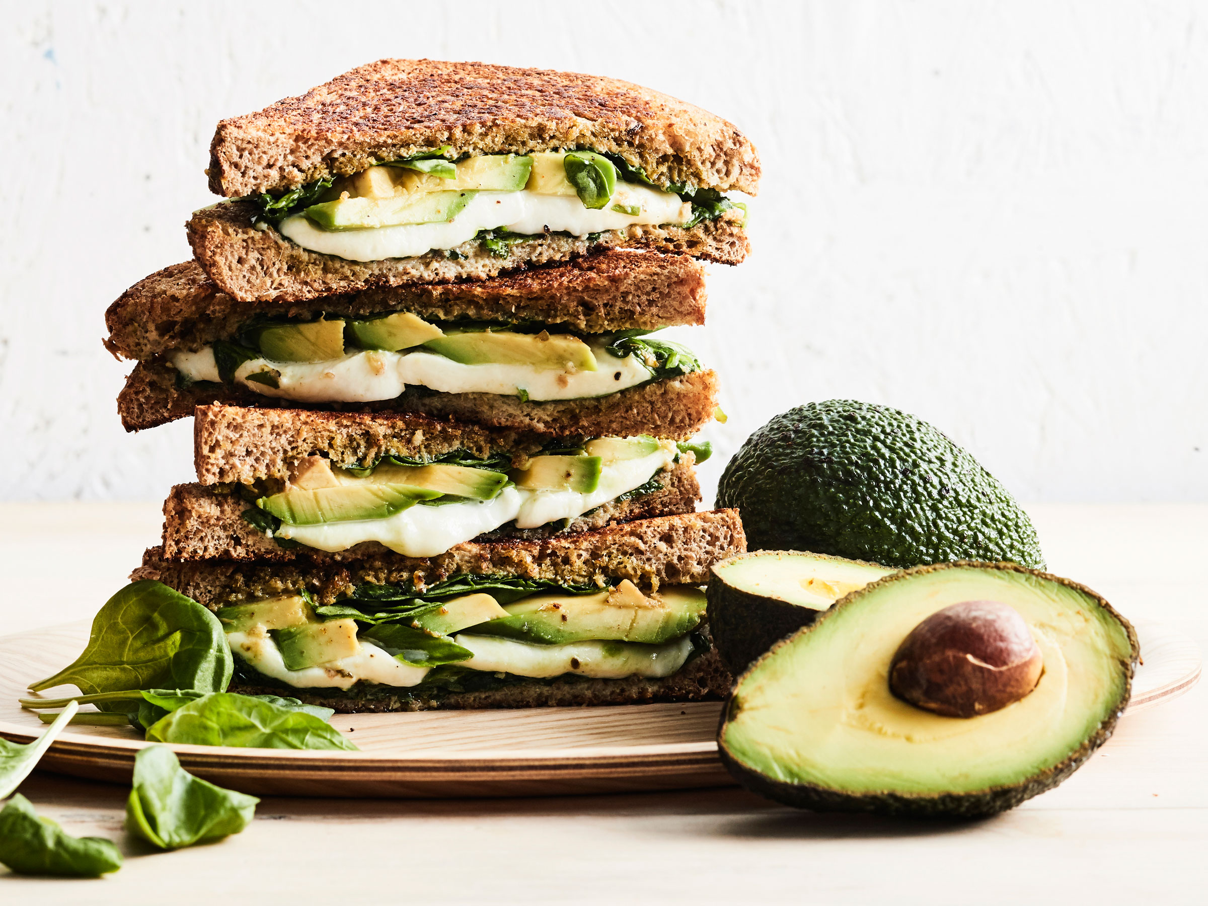 Avokado-mozzarellatoastit - Reseptit