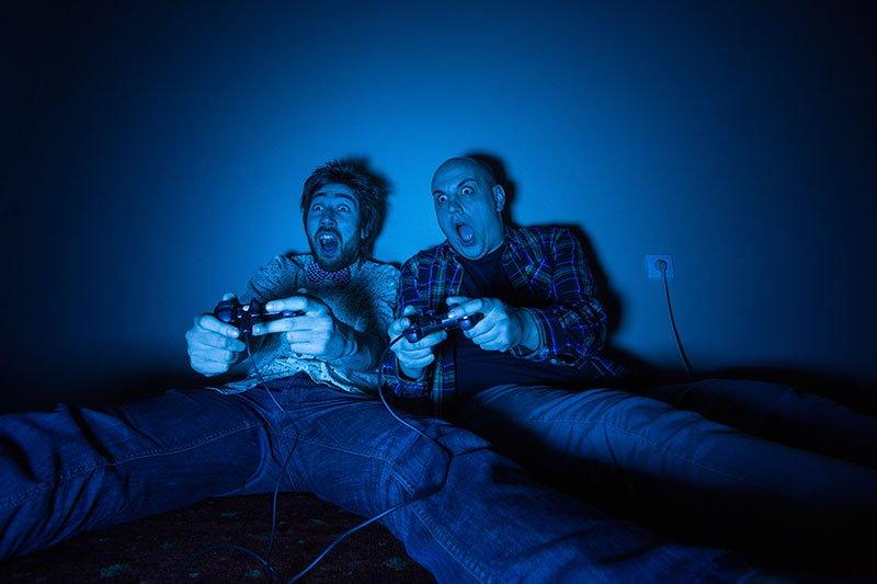 gaming-at-night-min
