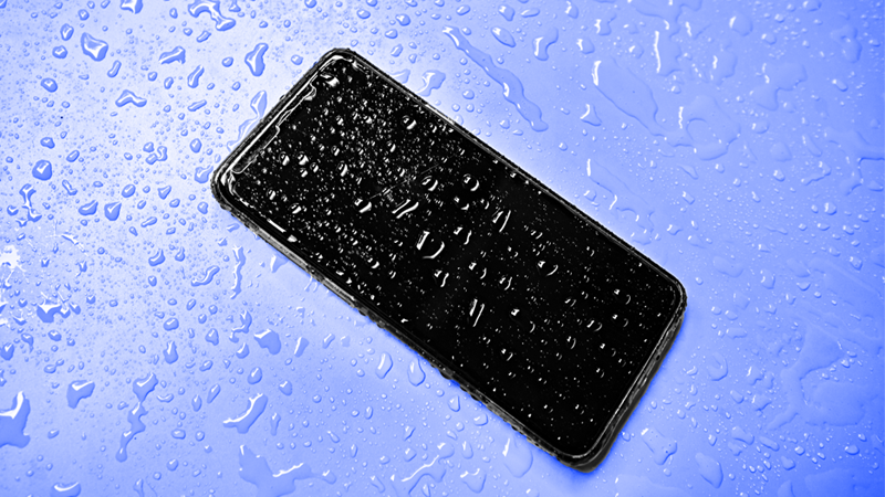 How to save phone from water damage 1