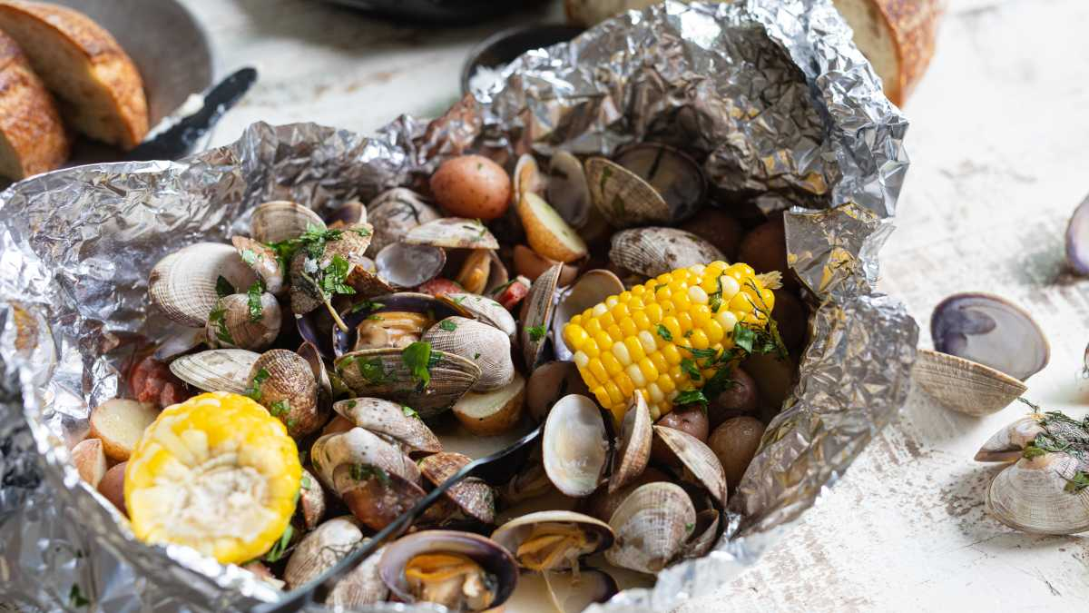 Foil-Packet Clambake