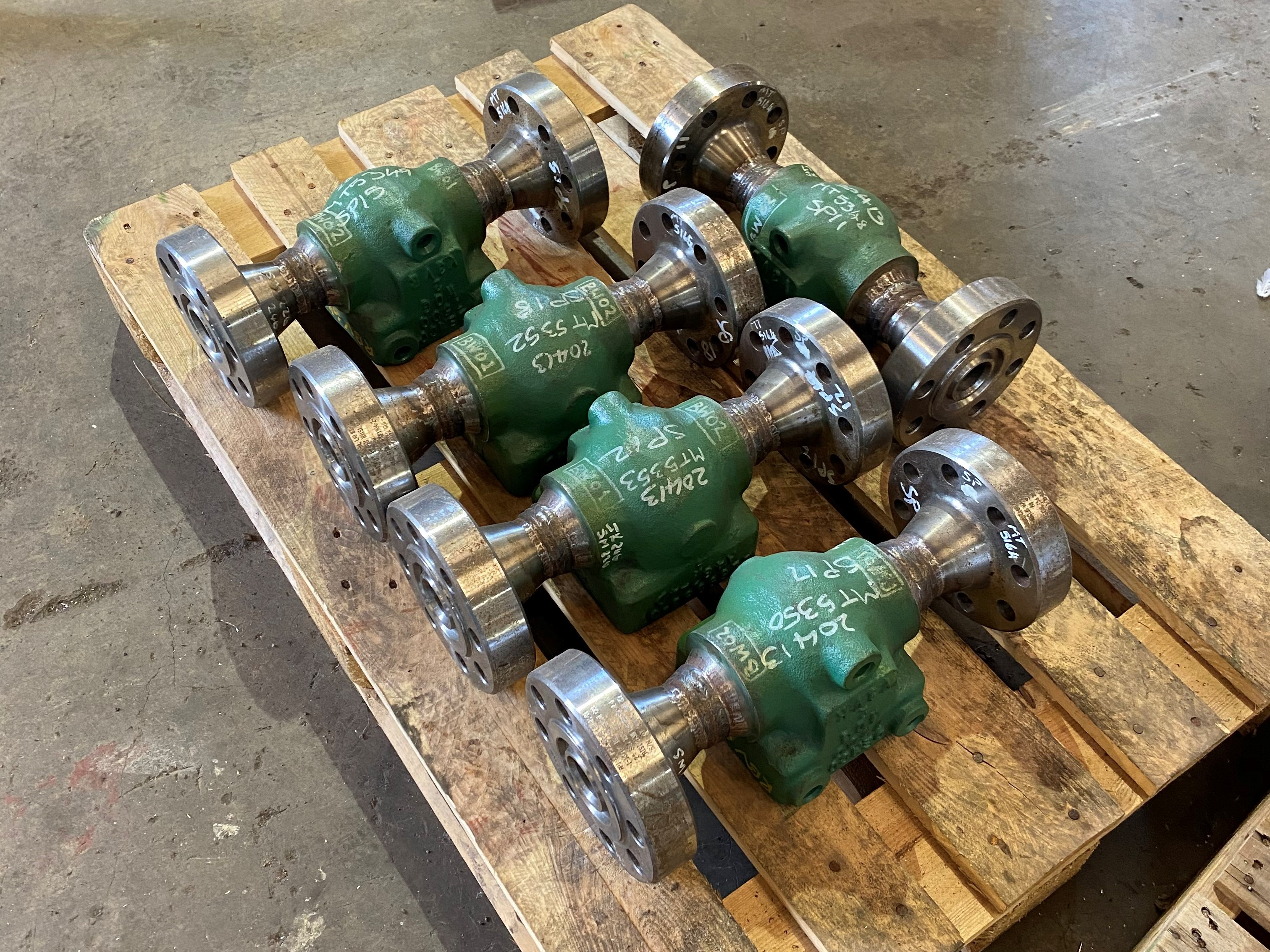 Mud ate valves with special flanged ends