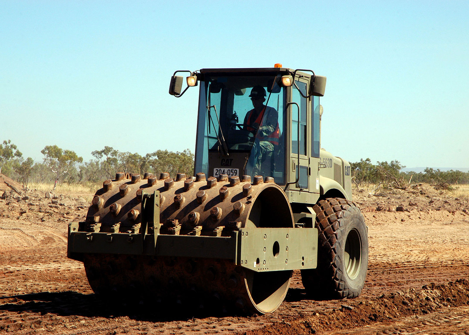 1599px-Seabees compactor roller