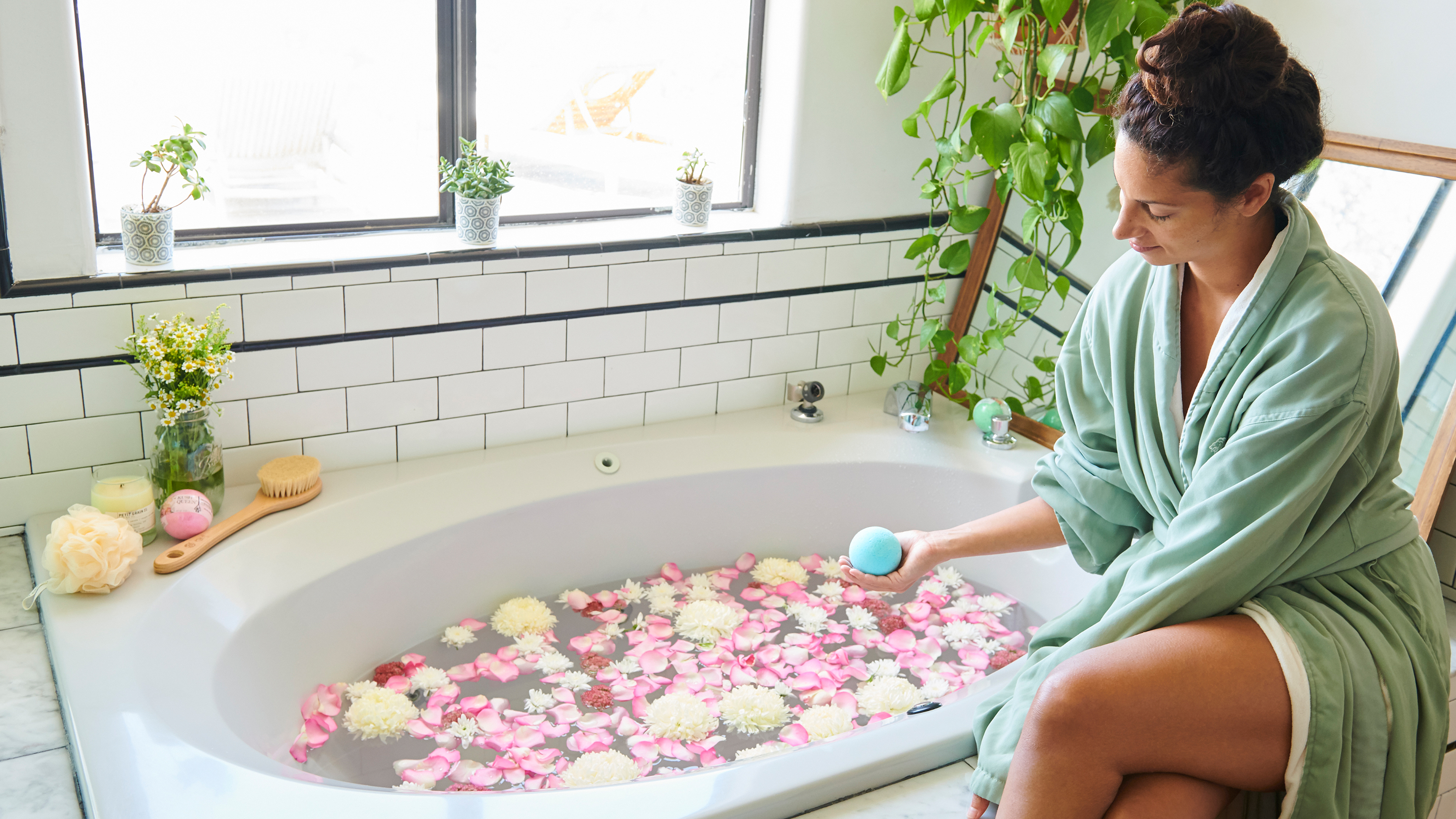 5 People Try THC-Infused Bath Bombs