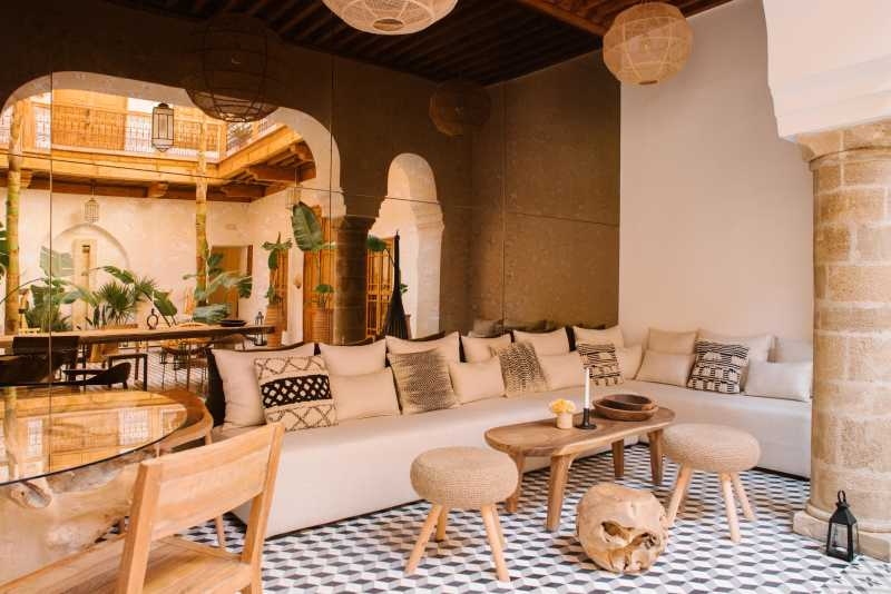 Living room and courtyard, Riad Le Pelerin
