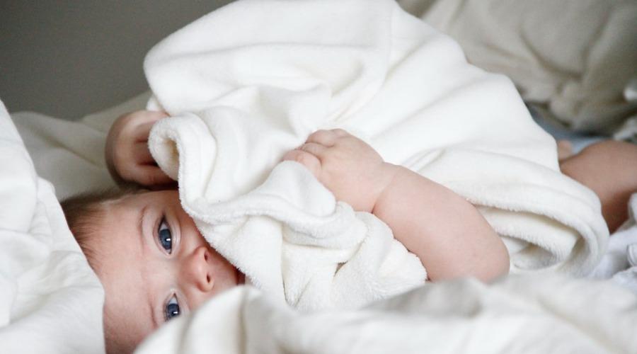 Jak ubierać niemowlę latem?