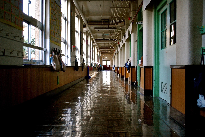 Szkoła - korytarz