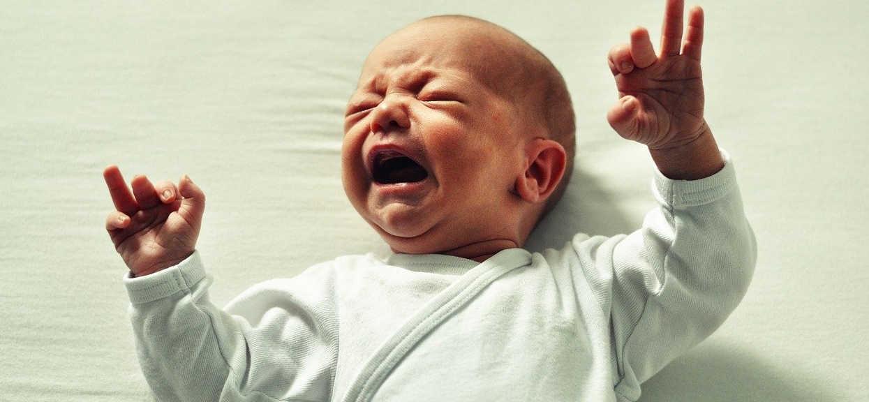 Niemowlę: dlaczego płaczą