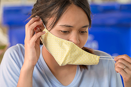 Face mask with elastic ear loops